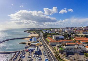 Câmara Municipal de Oeiras entrega casas a 11 famílias do concelho