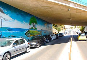 Agora o viaduto de Paço de Arcos tem pinturas incríveis nas paredes
