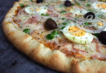 O novo espaço de take-away e delivery de Oeiras faz pizzas brasileiras