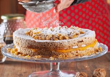 A Padaria Portuguesa tem um bolo de amêndoa e doce de ovos
