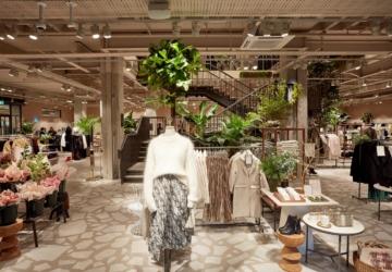 O vestido verde e romântico da H&M que parece saído de uma loja vintage