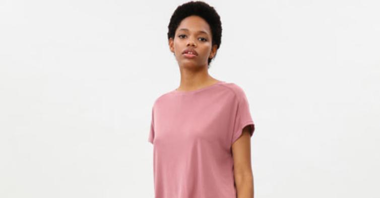 T-shirt oversize e calças fluidas (22,98€)