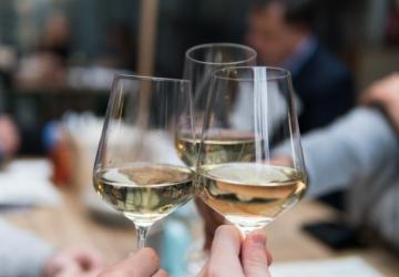 6 grandes vinhos brancos portugueses que não custam mais de 10€