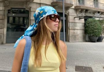 A tendência do verão: as mil e uma formas de usar lenços com padrão