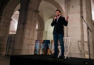 Já se sabe o próximo convidado das noites de stand-up comedy de Algés
